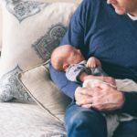 赤ちゃんの反り返りが激しい!原因と発達障害・病気のリスクと2つの対策