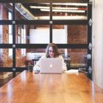 事務職で働く妊婦さん必見!妊娠中の5つの注意点とデスクワーク対策