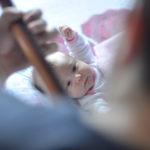 赤ちゃんが寝ないイライラする!新生児が寝ない原因と生後別寝かせる4つの方法
