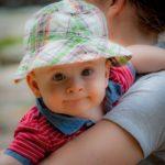 赤ちゃんがパパやママの後追いをするのはいつから?時期やしない子の理由と6つの後追い対策