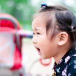 赤ちゃんのギャン泣きが止まらない!7つの理由とあやし方、放置の賛否