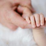 赤ちゃんが毛深いのは遺伝や病気?乳幼児の毛深さの原因と3つの対策