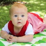 赤ちゃんの視力っていくつ?新生児や乳幼児の視界の見え方と5つの視力を良くする方法