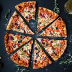 授乳中はピザを食べても大丈夫?母乳や赤ちゃんへの影響と3つの注意点