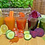 授乳中に野菜ジュースを飲んでも大丈夫?母乳や赤ちゃんへの影響と注意点やレシピ